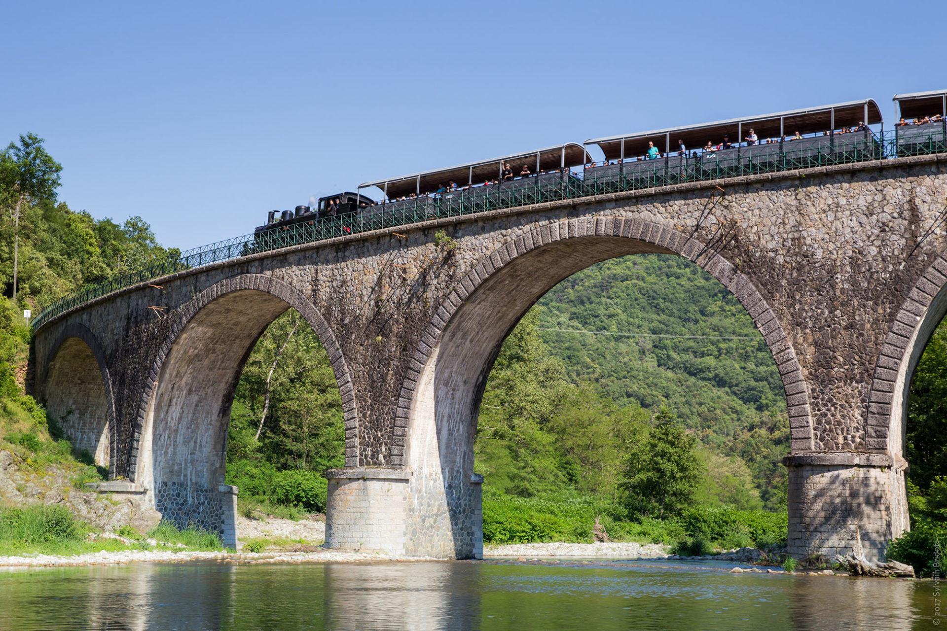 Paysage Ardéchois, train des Gorges