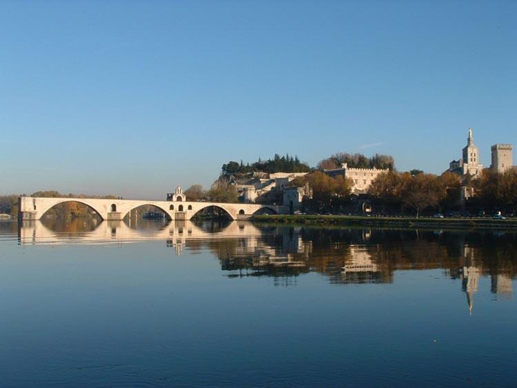 Vue sur le pont d'Avignon, Cité des papes
