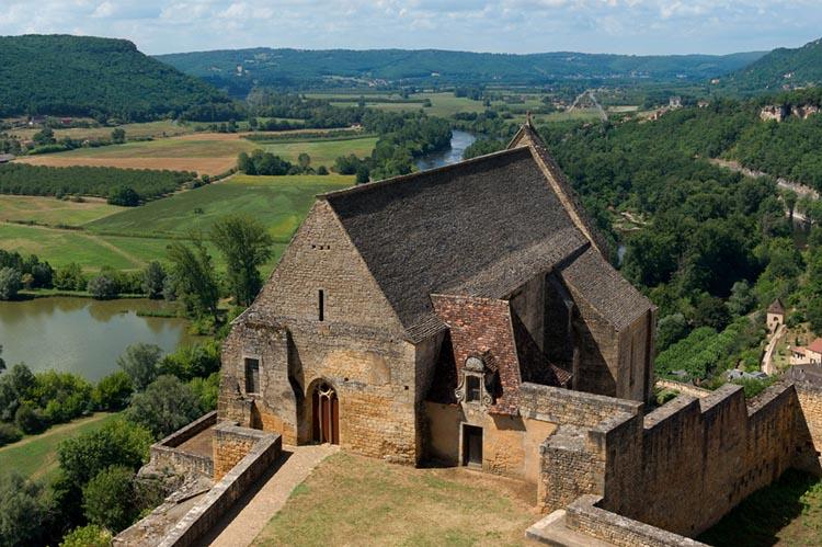Vue de la Dordogne, Correz sur une vieille batisse