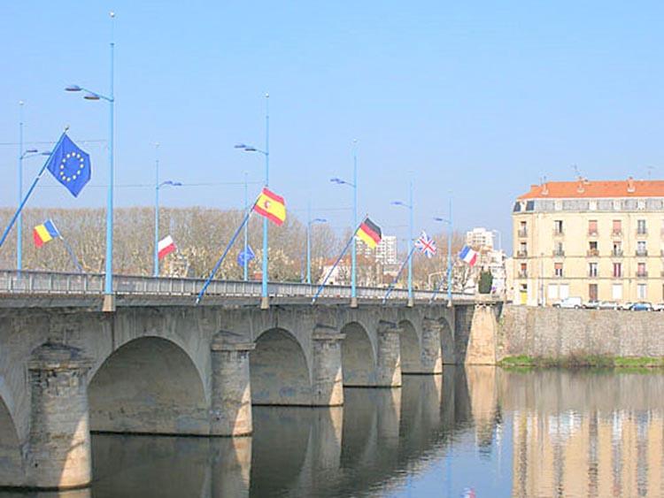 Vue sur le pont de la Côte Roannaise