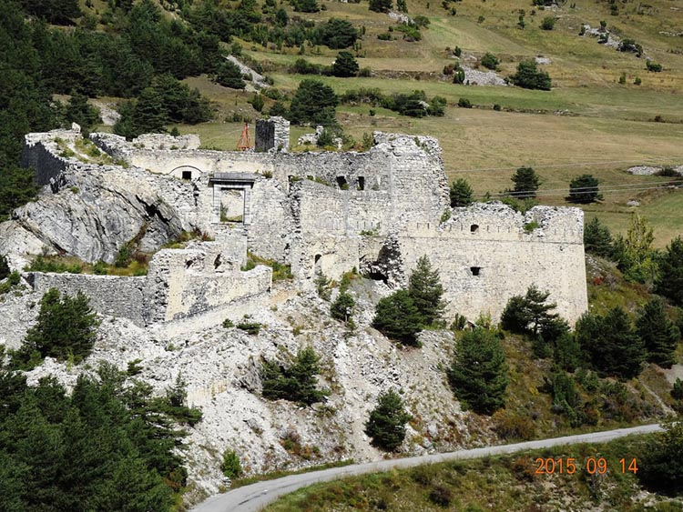 Paysage des forts de l'Esseillon, Ruines