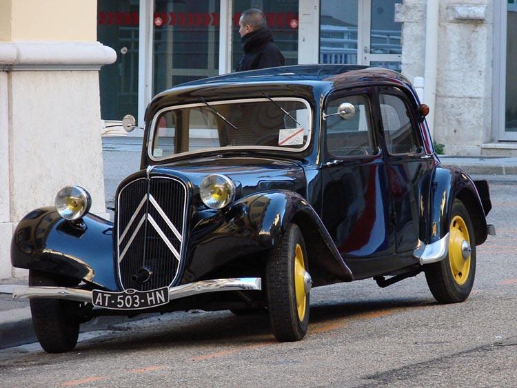 Vielle voiture à Oyonnax