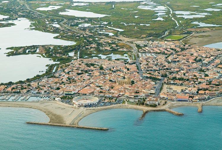 vue d'un satellite de Saintes-Maries-de-la-Mer